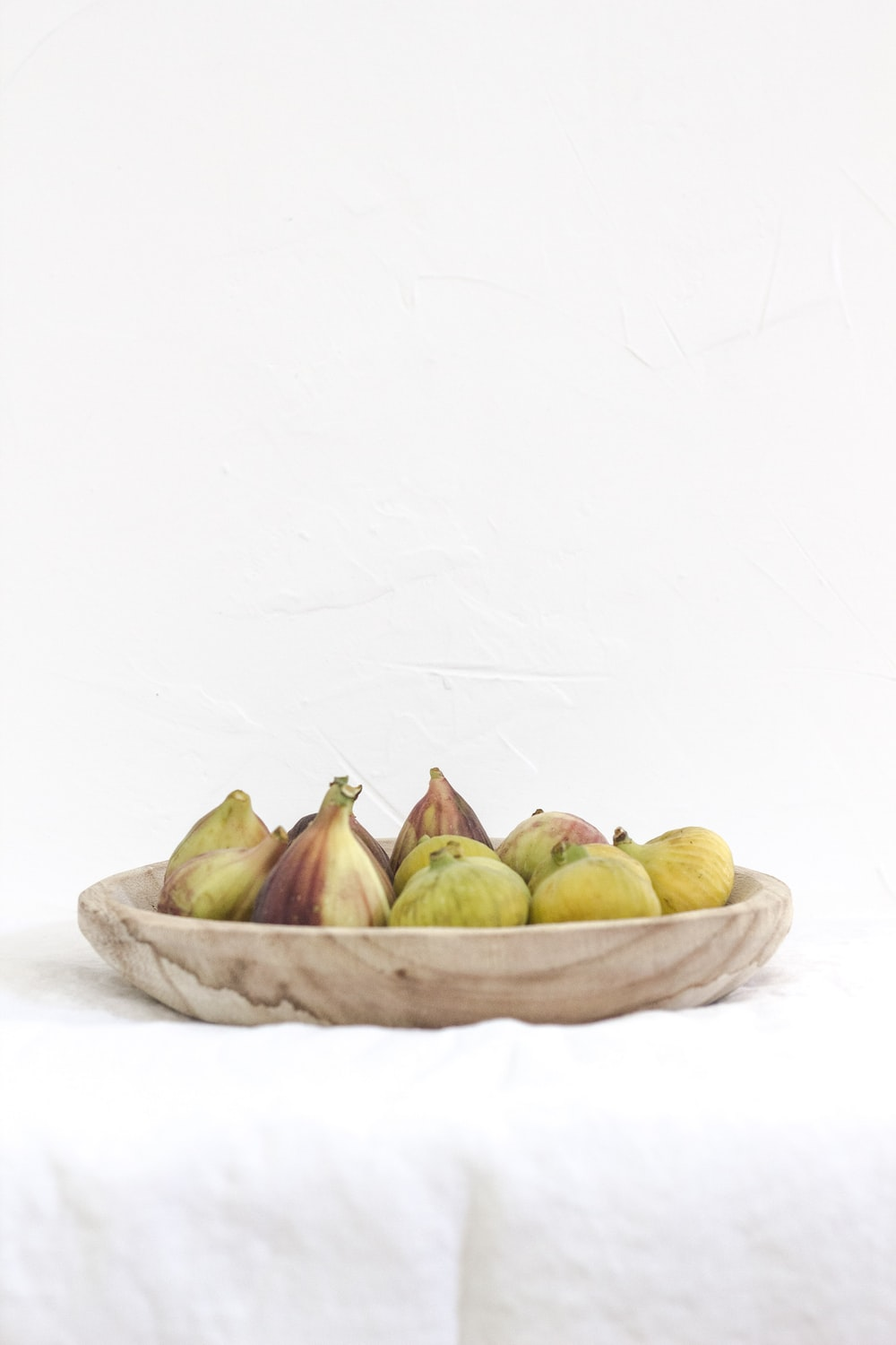 figs on round tray