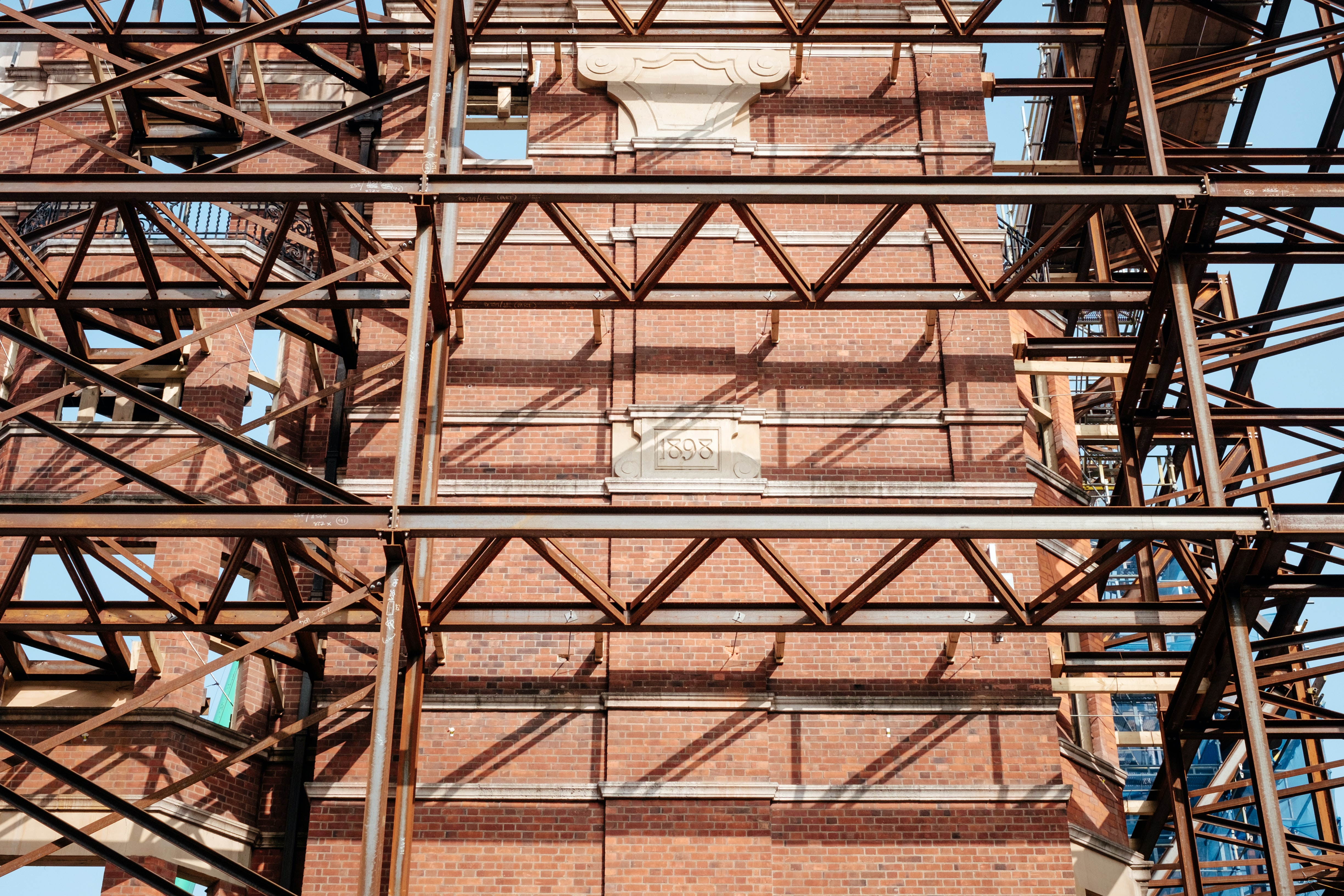 gray and red scaffolding hnear building