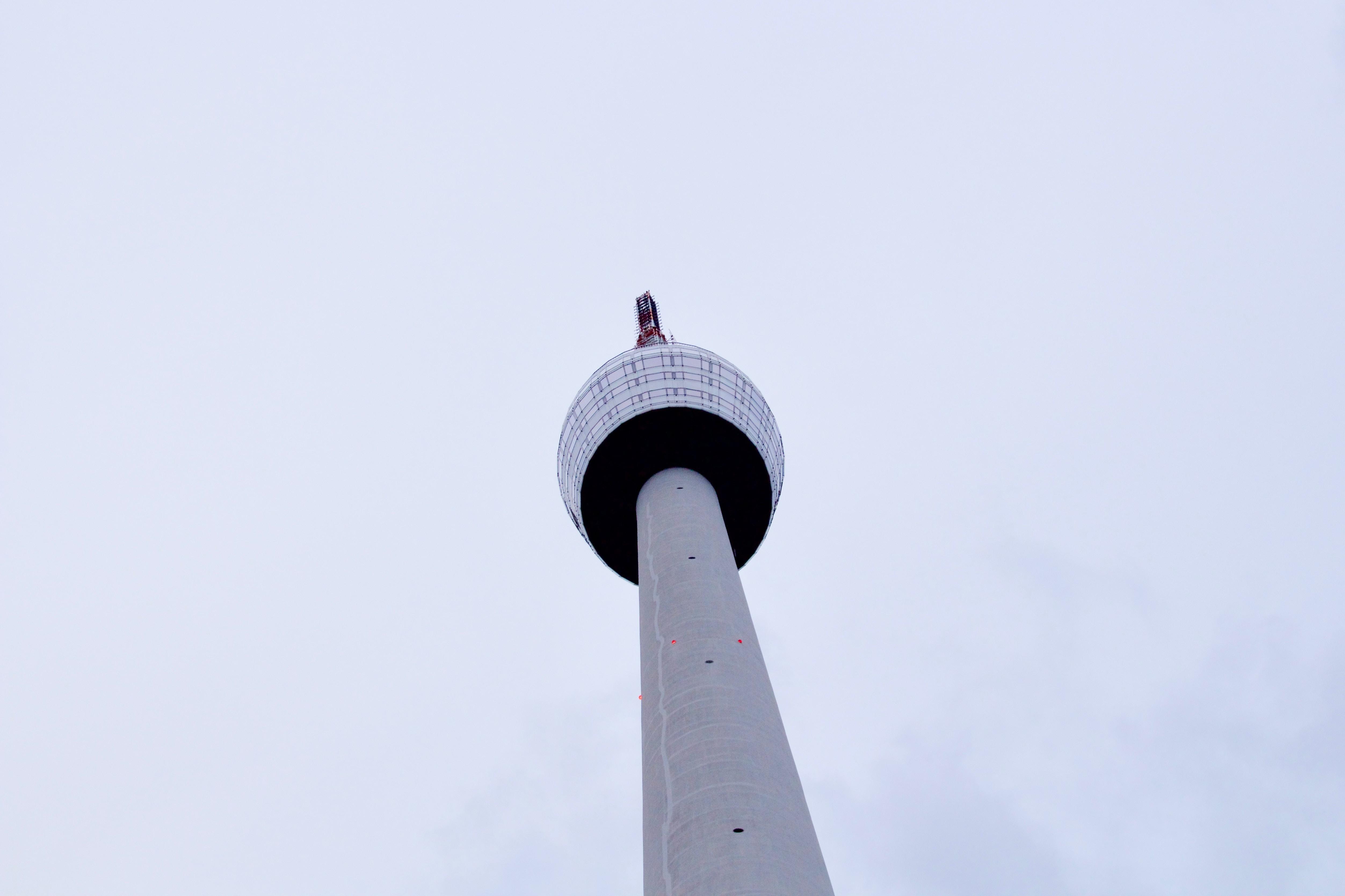 white CN tower