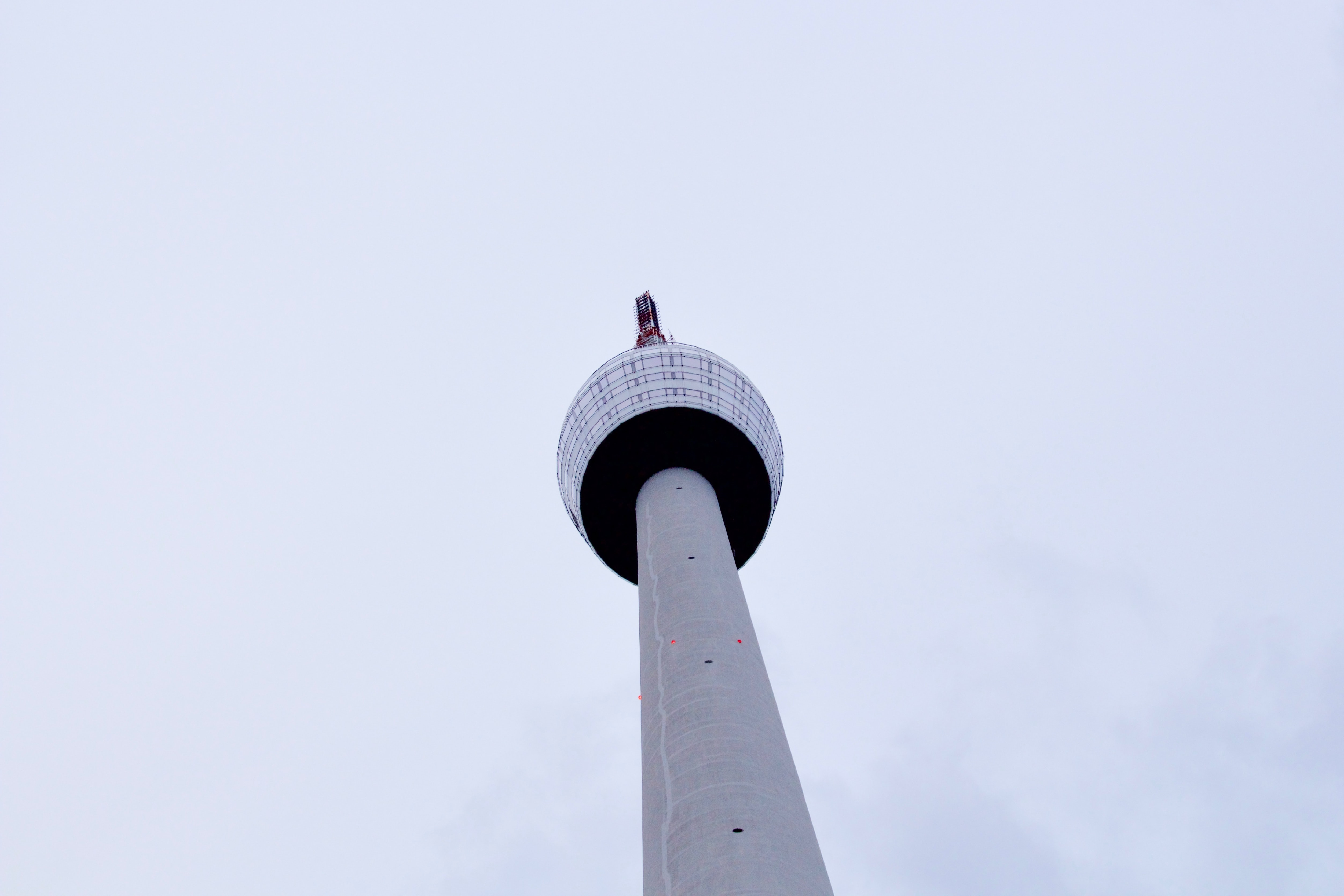 white CN tower