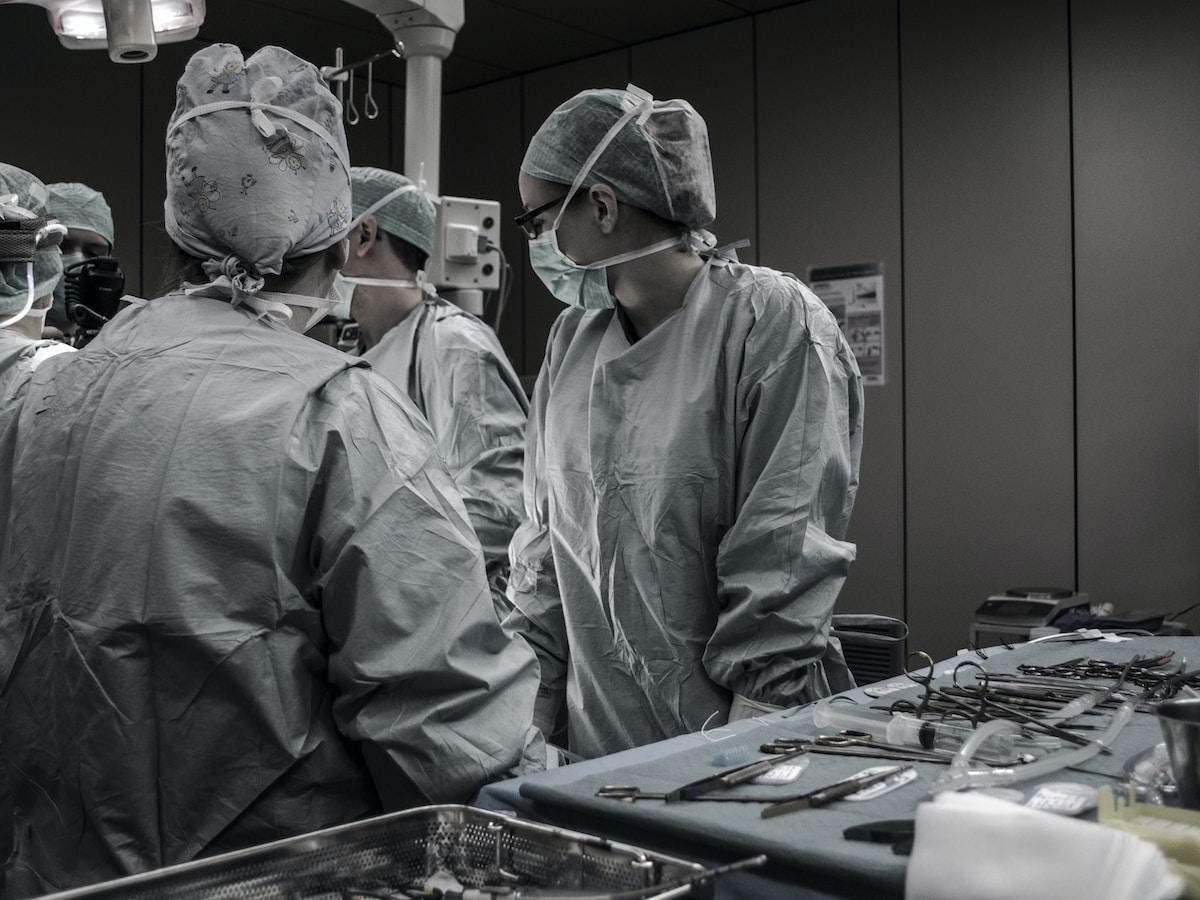 Toxic Lady, muerte de Gloria Ramírez, medical professionals working