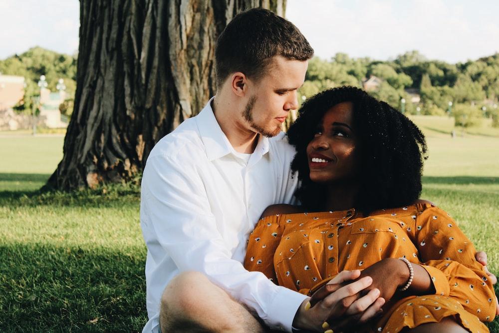 Hvad er interracial dating som