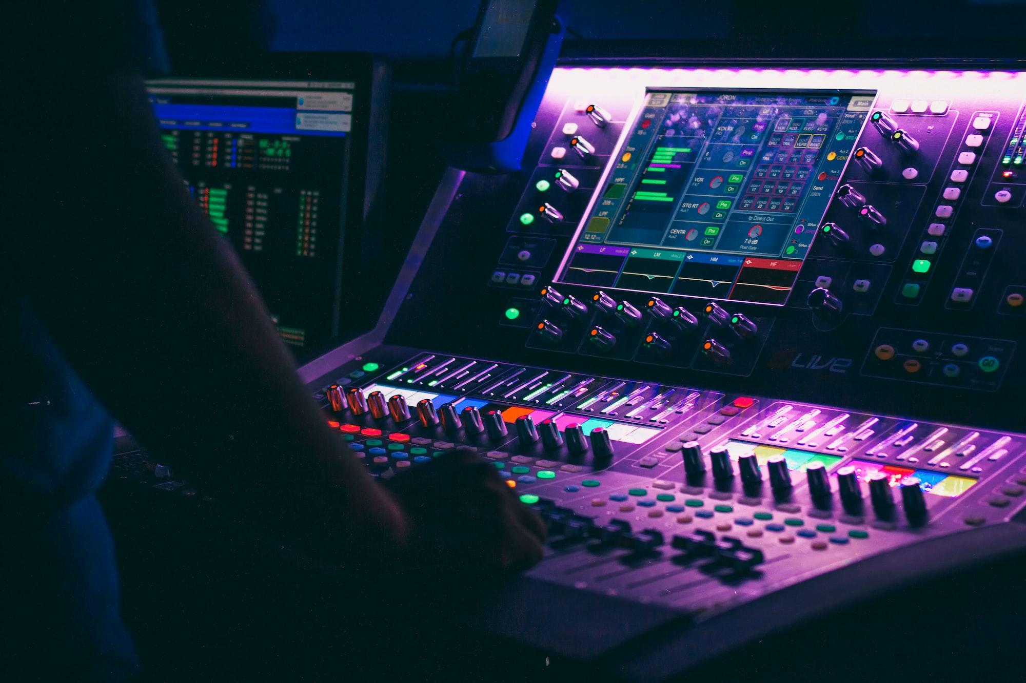 Müzikte Armoni Kurallarına Göre Üst Üste Bindirilmiş Sesler. Üç Yada Daha Çok Sesin Bir Arada Tınlaması Bulmaca Anlamı Nedir?