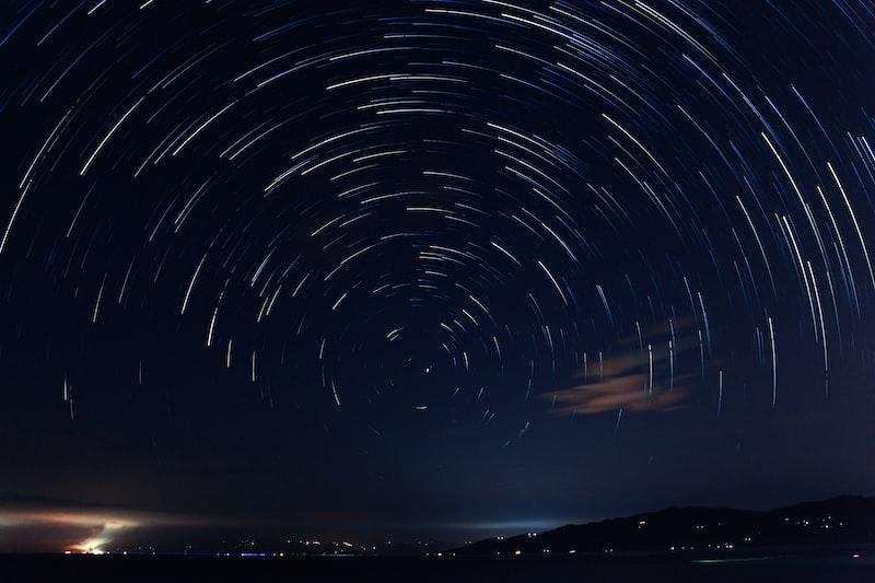 《橢圓軌道的奧莉星》Ninomiya的天文想像