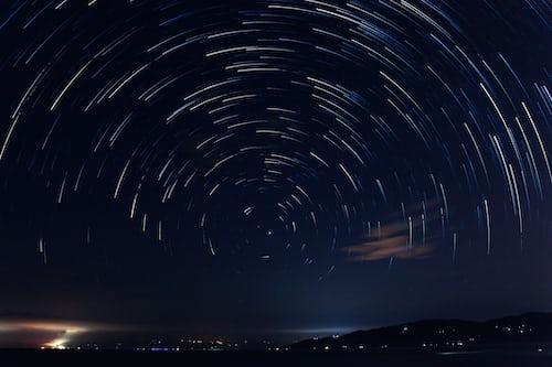 Звёздное небо и космос в картинках - Страница 6 Photo-1504966981333-1ac8809be1ca?ixlib=rb-1.2