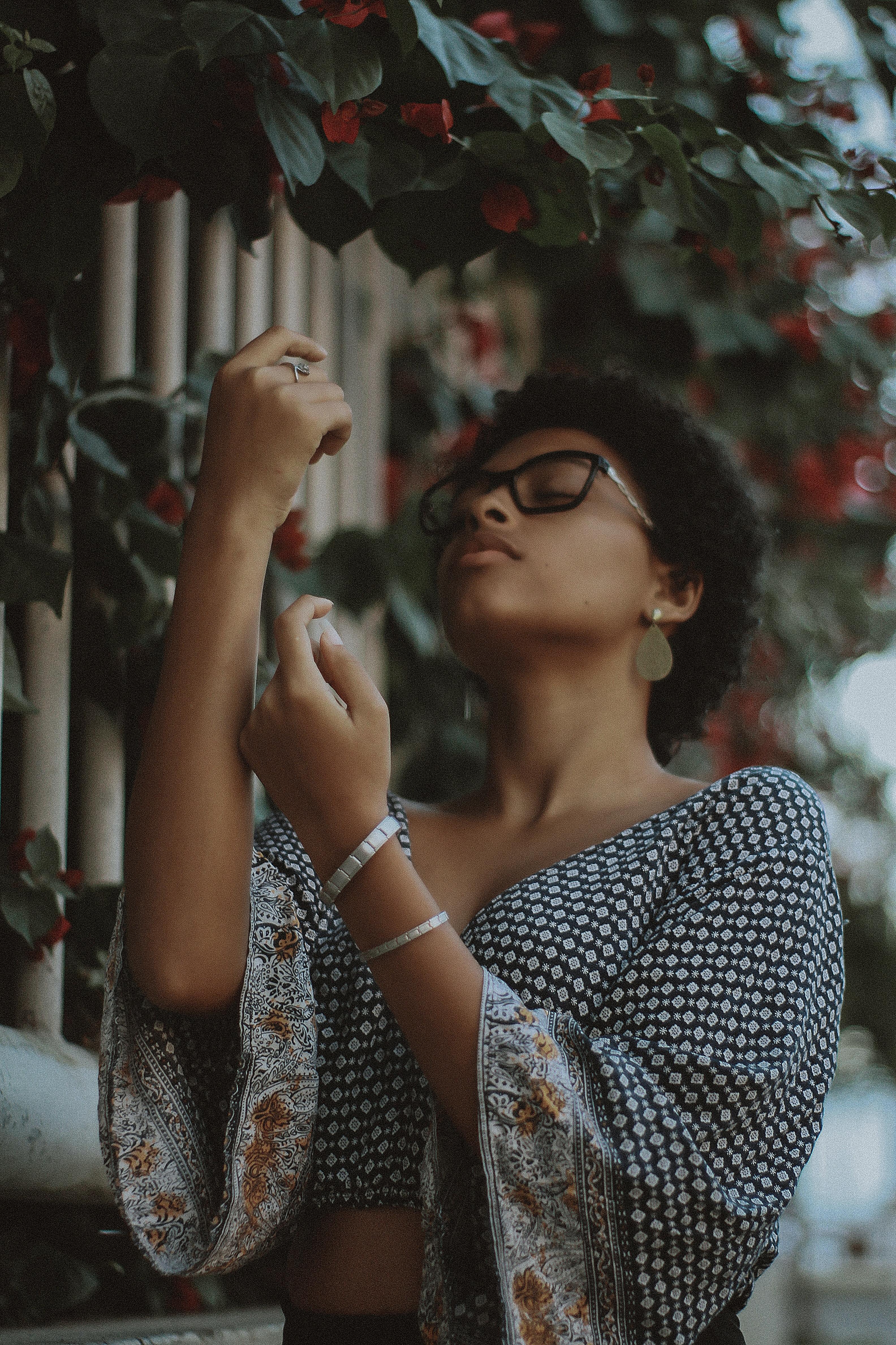 woman wearing eyeglasses and flare sleeve crop top