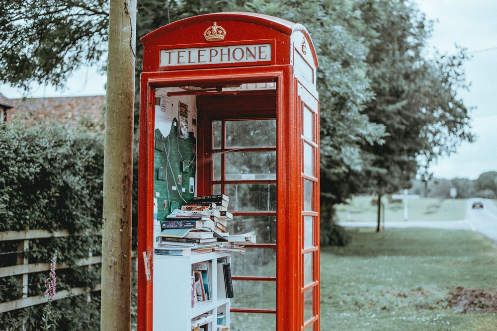 red telephone booth photo during daytime