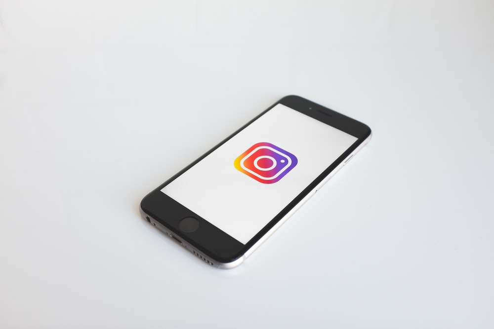 Instagram logo in space gray iPhone 6