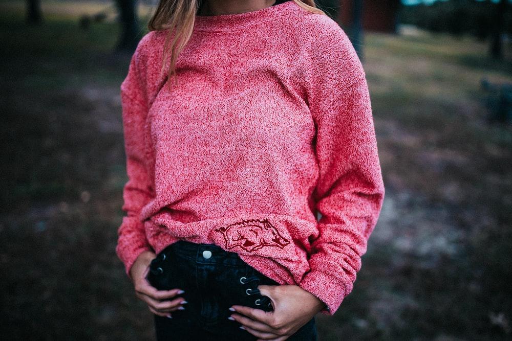 woman wearing pink heather gray sweatshirt