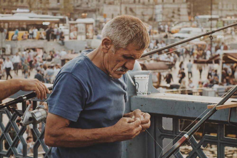 man wearing gray t-shirt