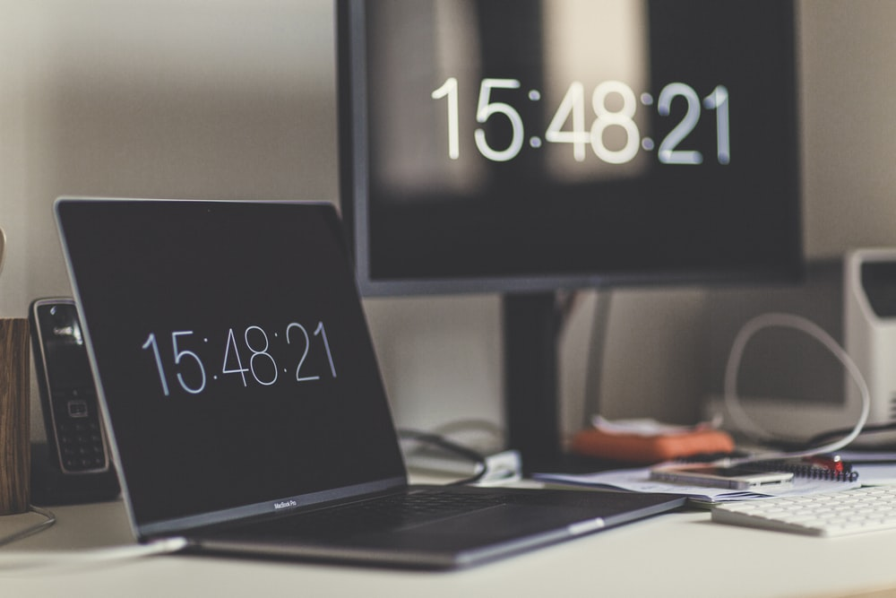 black laptop computer showing 15:48:21