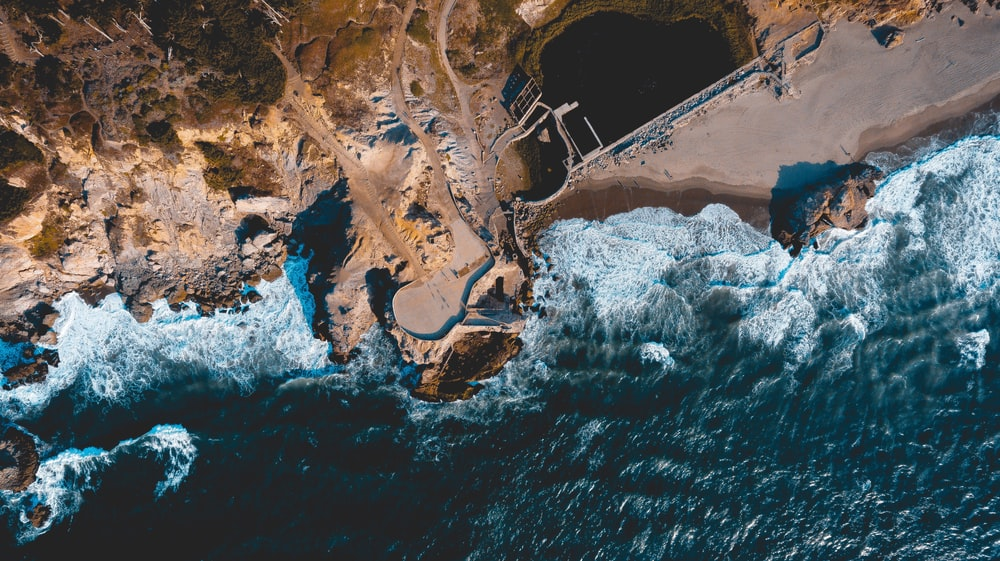 aerial view photography of cliff and ocean