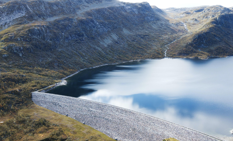body of water beside mountain