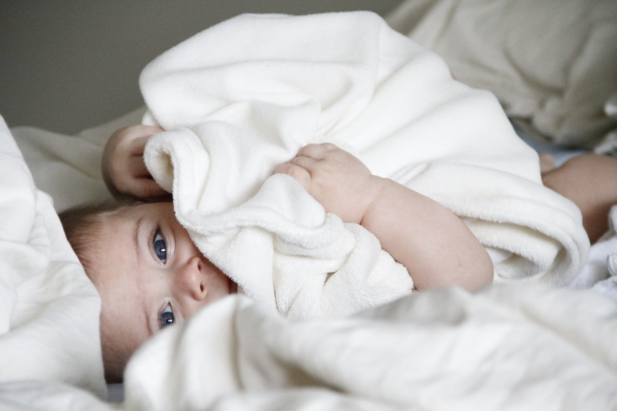 anestesia, baby laying on bed