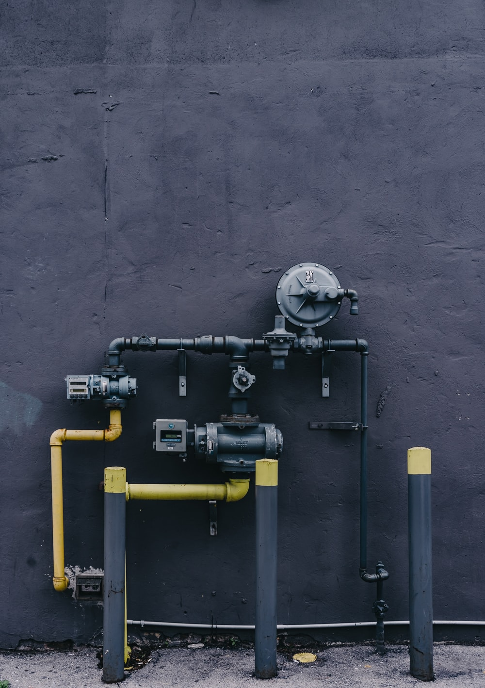 black and yellow water pump system