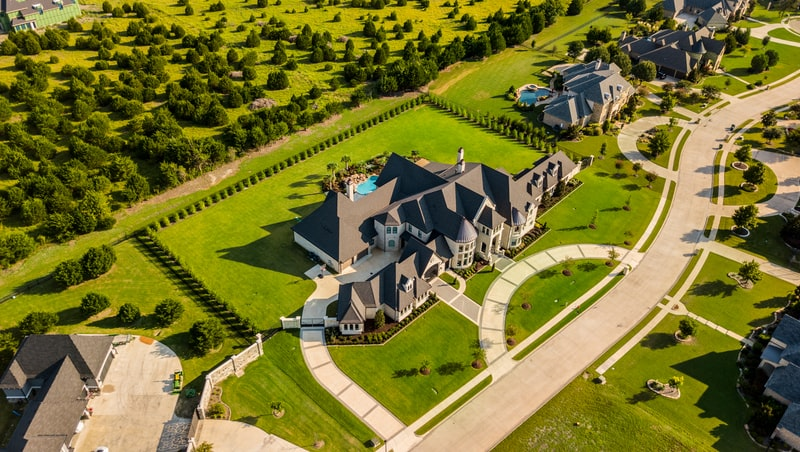 WHAT TO LOOK FOR IN A NORTH TEXAS LUXURY HOME