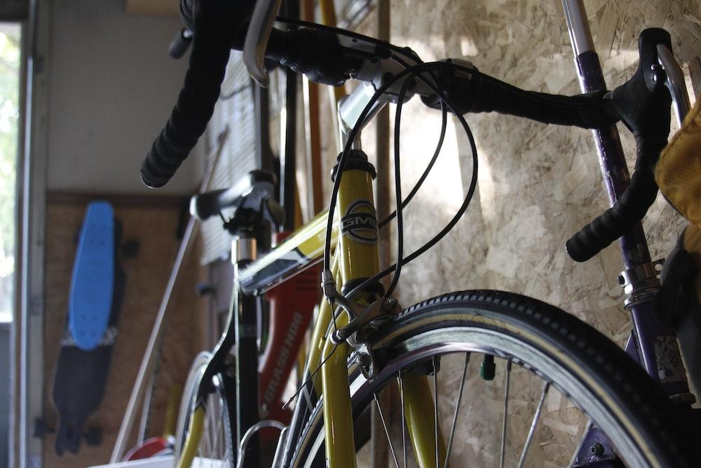 yellow road bike