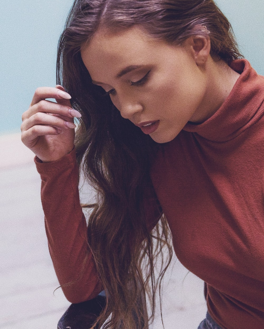 woman wearing maroon top