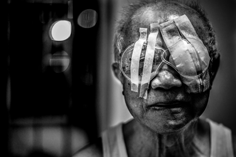 shallow focus of blind man photography