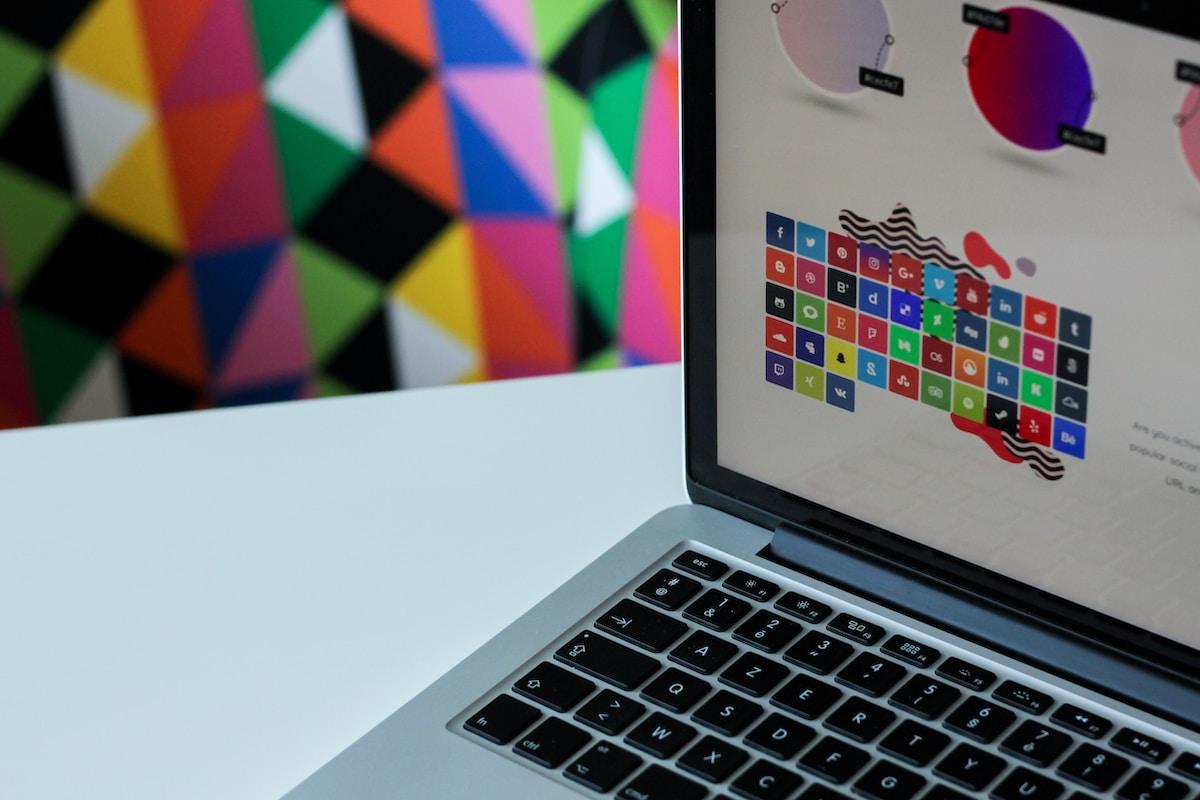 Making Professional Designs via MacBook Mockup