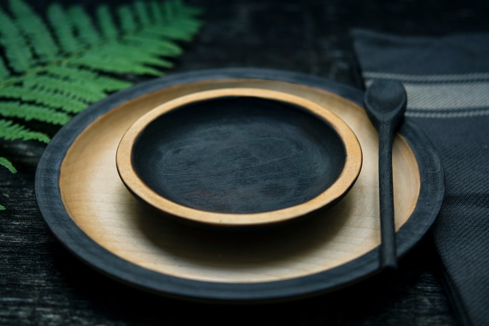 round black-and-brown wooden plate
