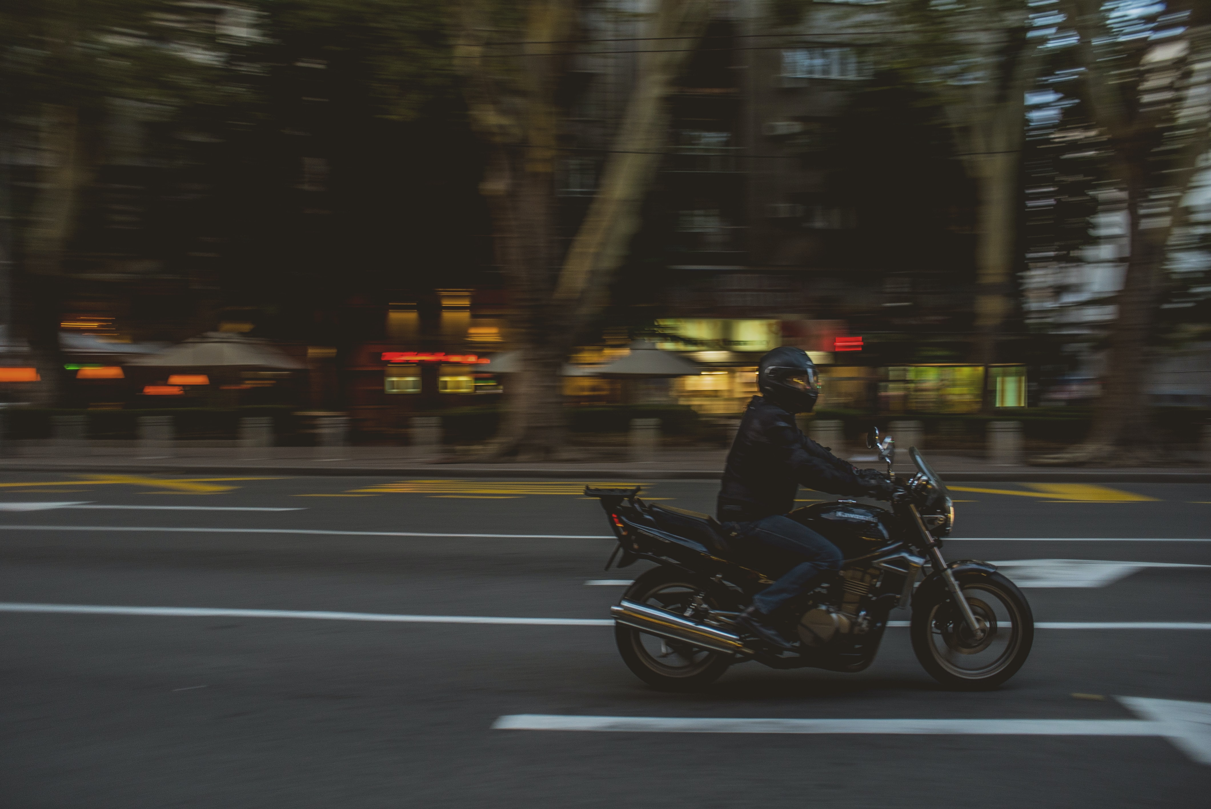 shallow focus photography of riding on cruiser bike while driving at the street