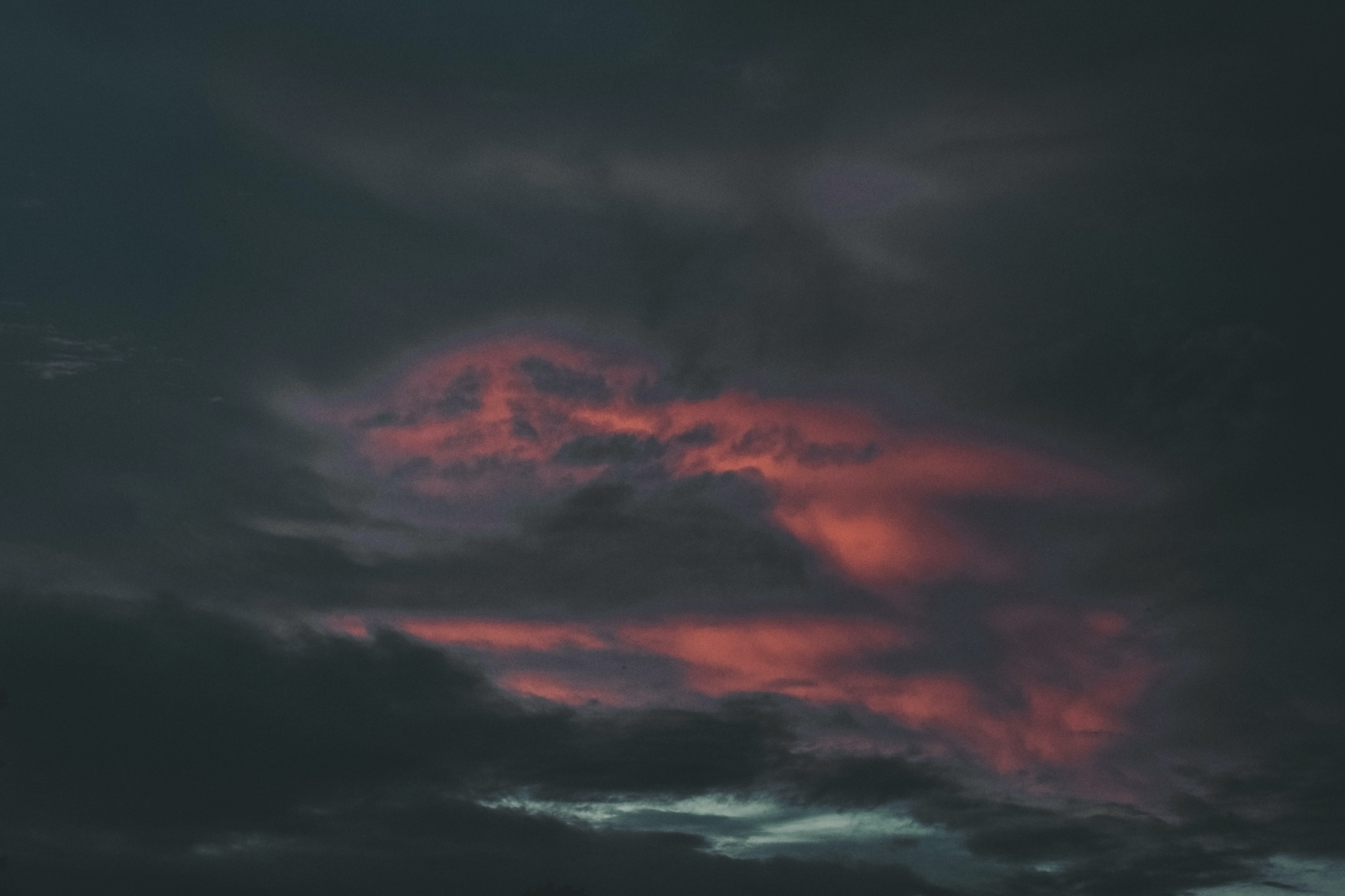 gray cloud formation during sunset