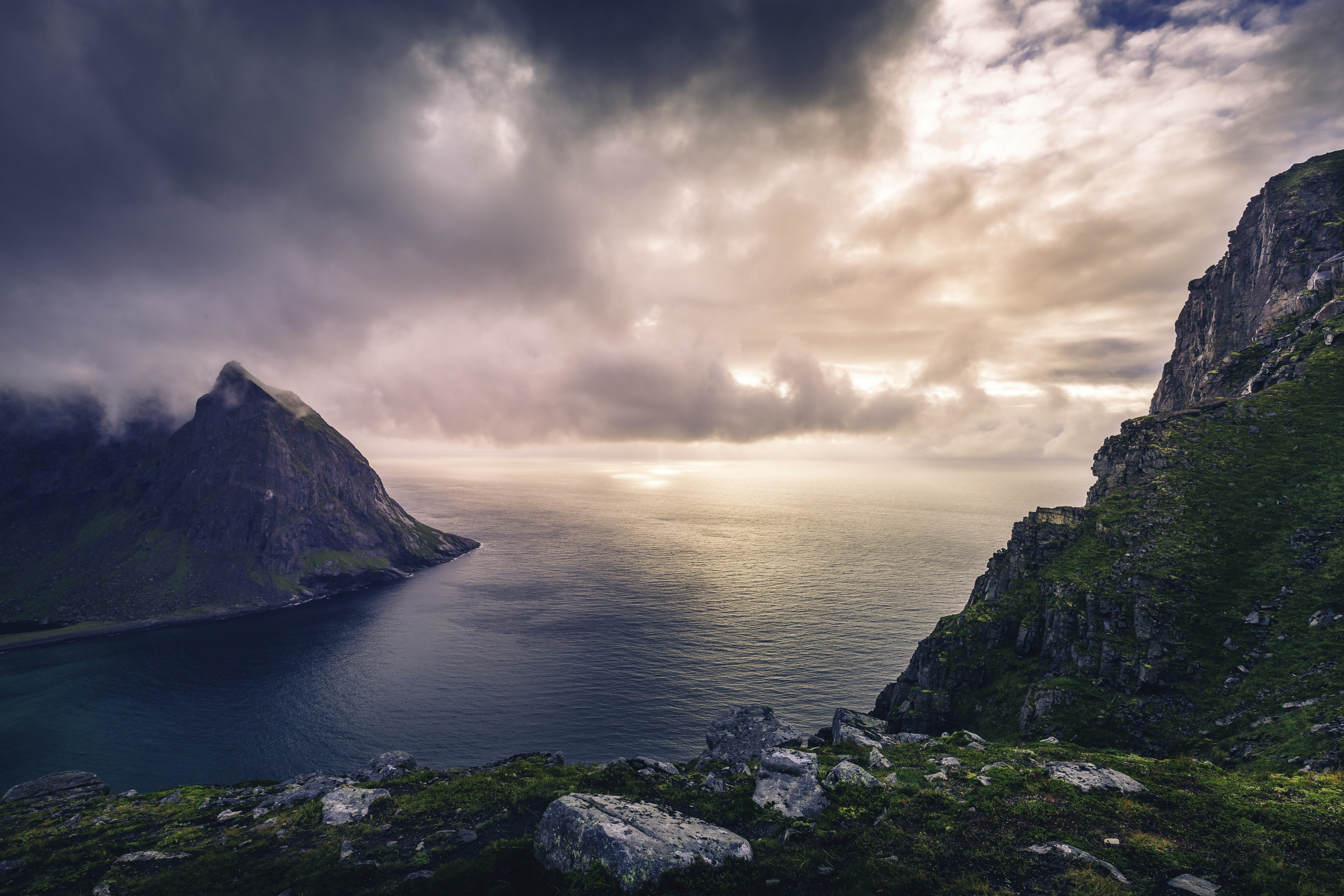 landscape photography of ocean near mountains