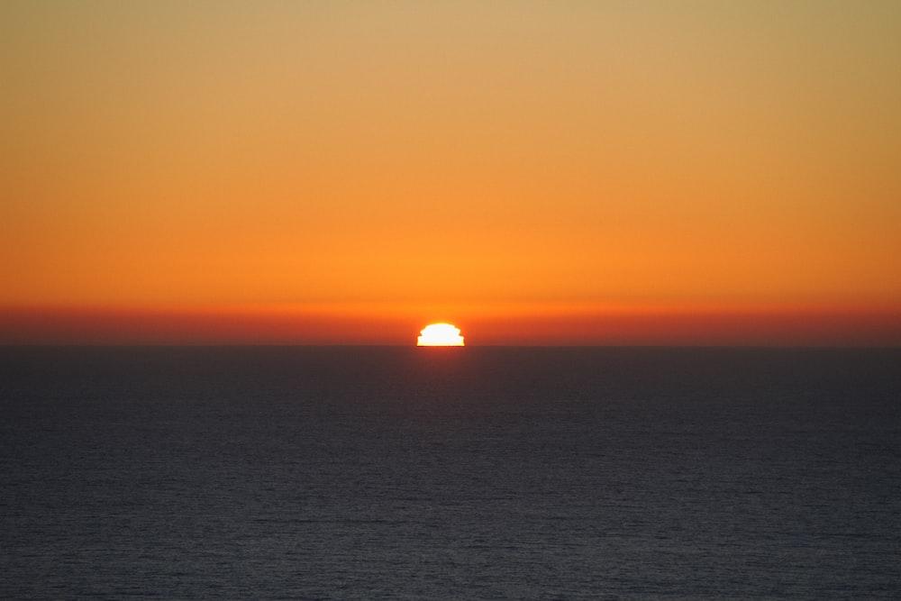 photo of twilight hour and horizon