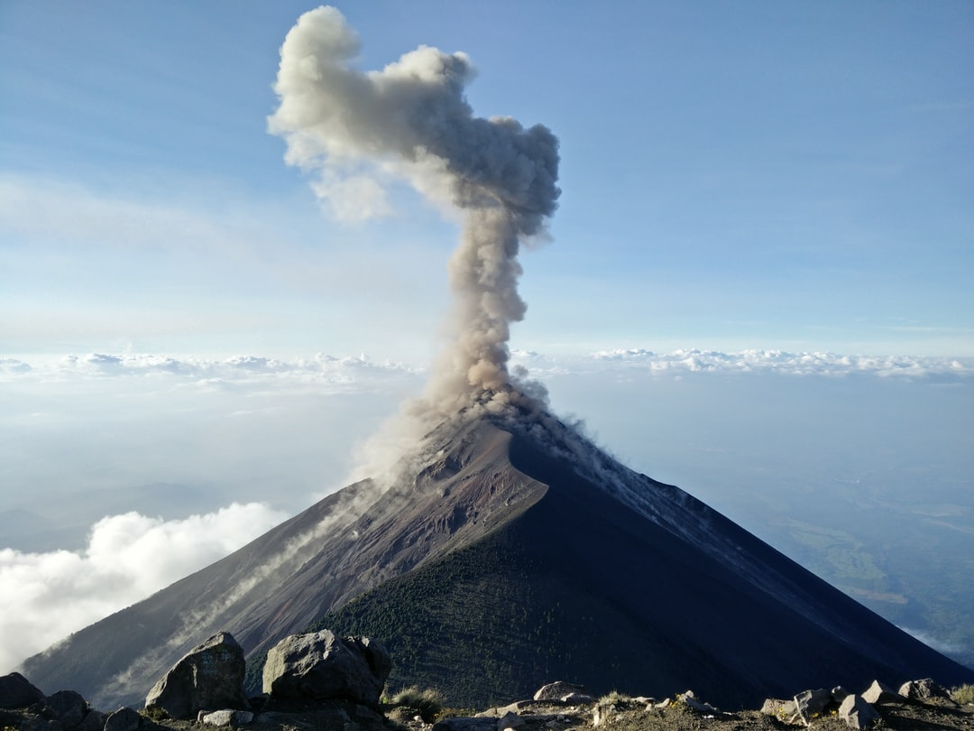 Real-time volcano ash forecast