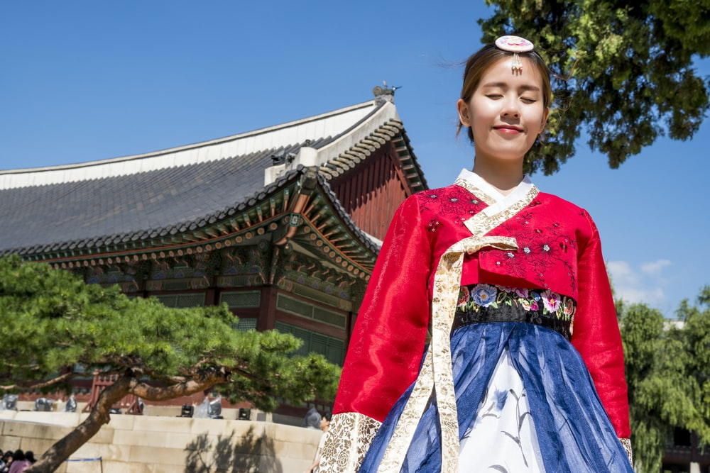 woman wearing Korean traditional dress