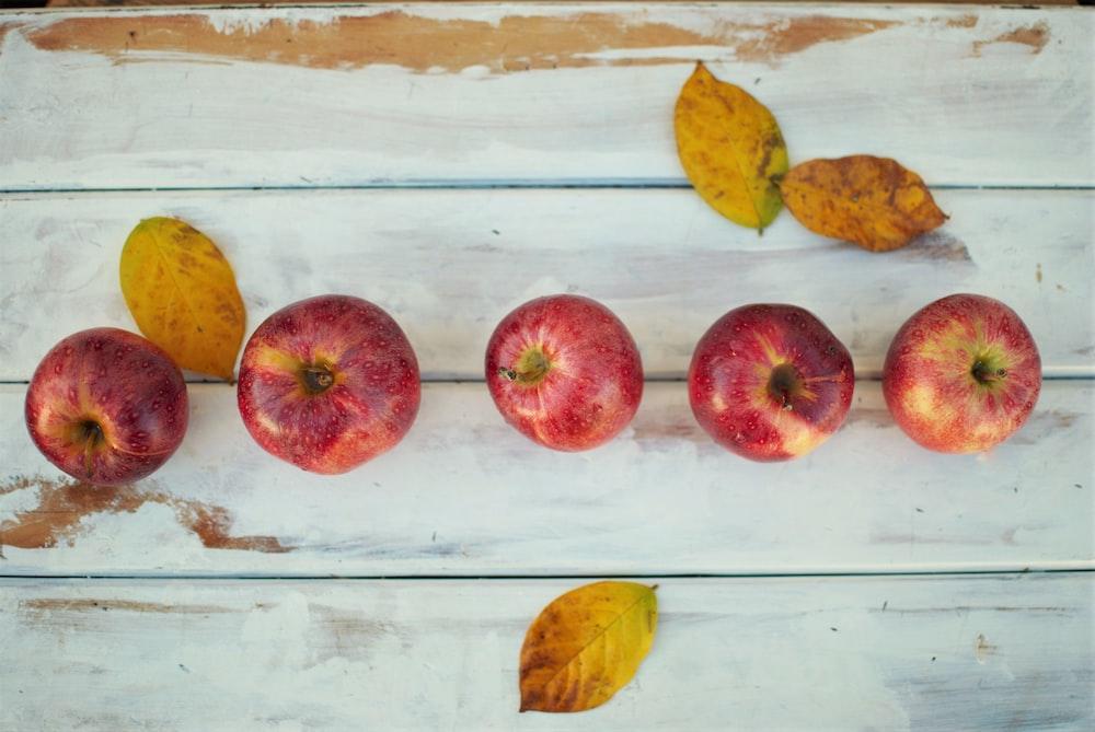 five honeycrisp apples on table
