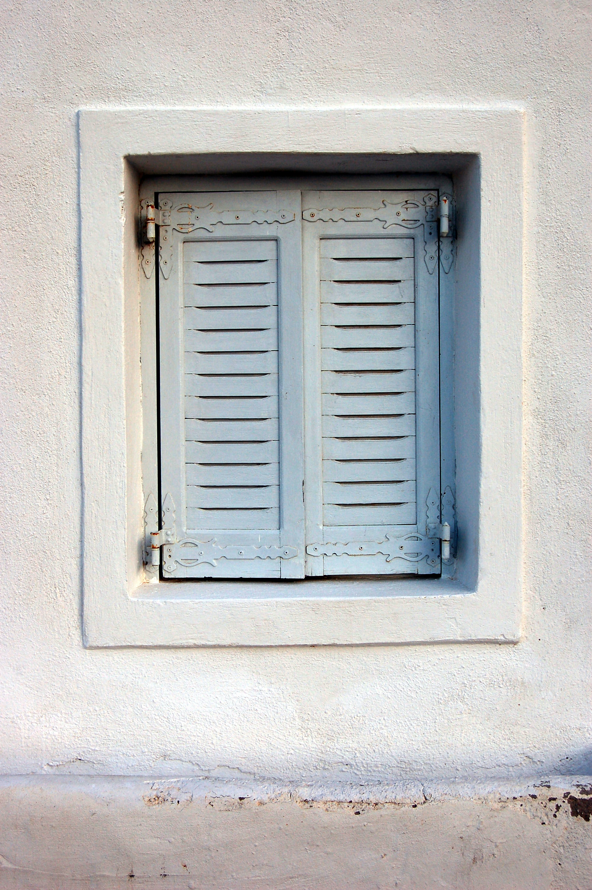 gray wooden 2-door window closed