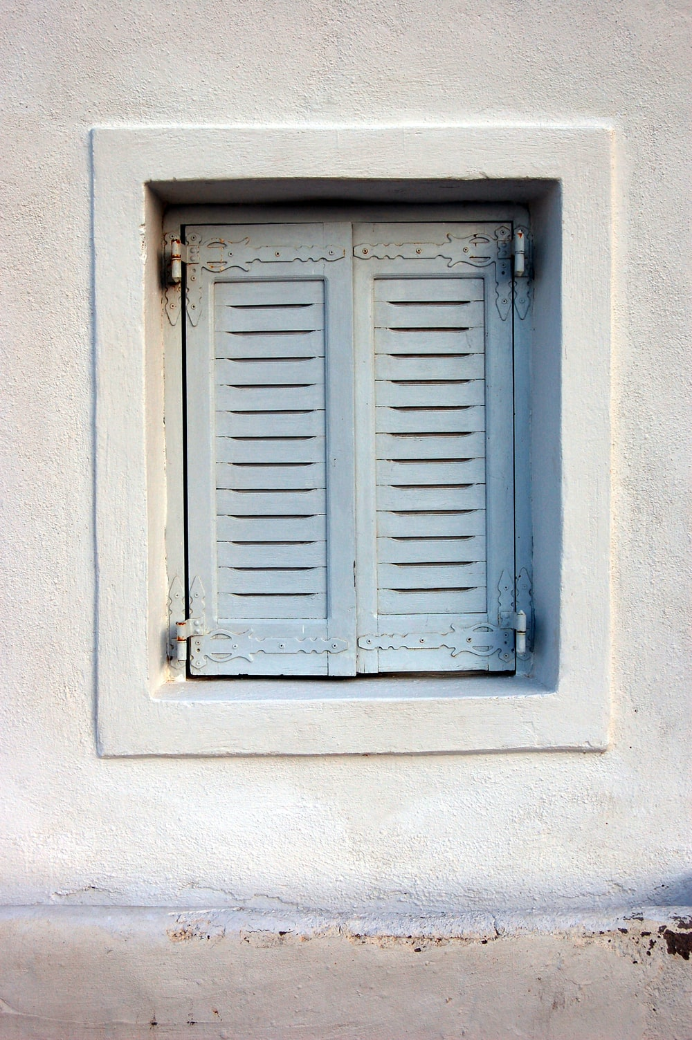gray wooden 2-door window closed