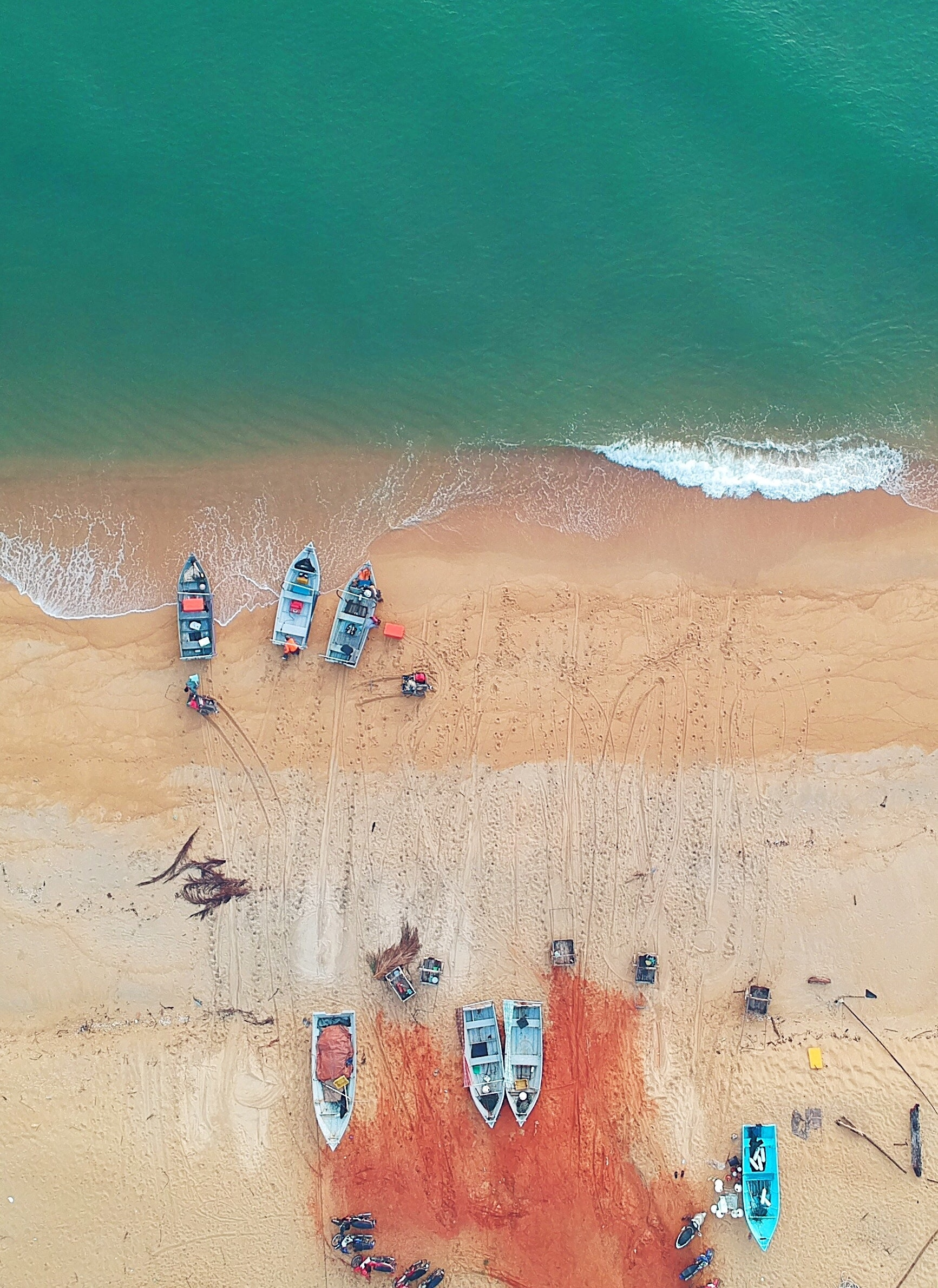 aerial photography of boat beside seashore at daytime