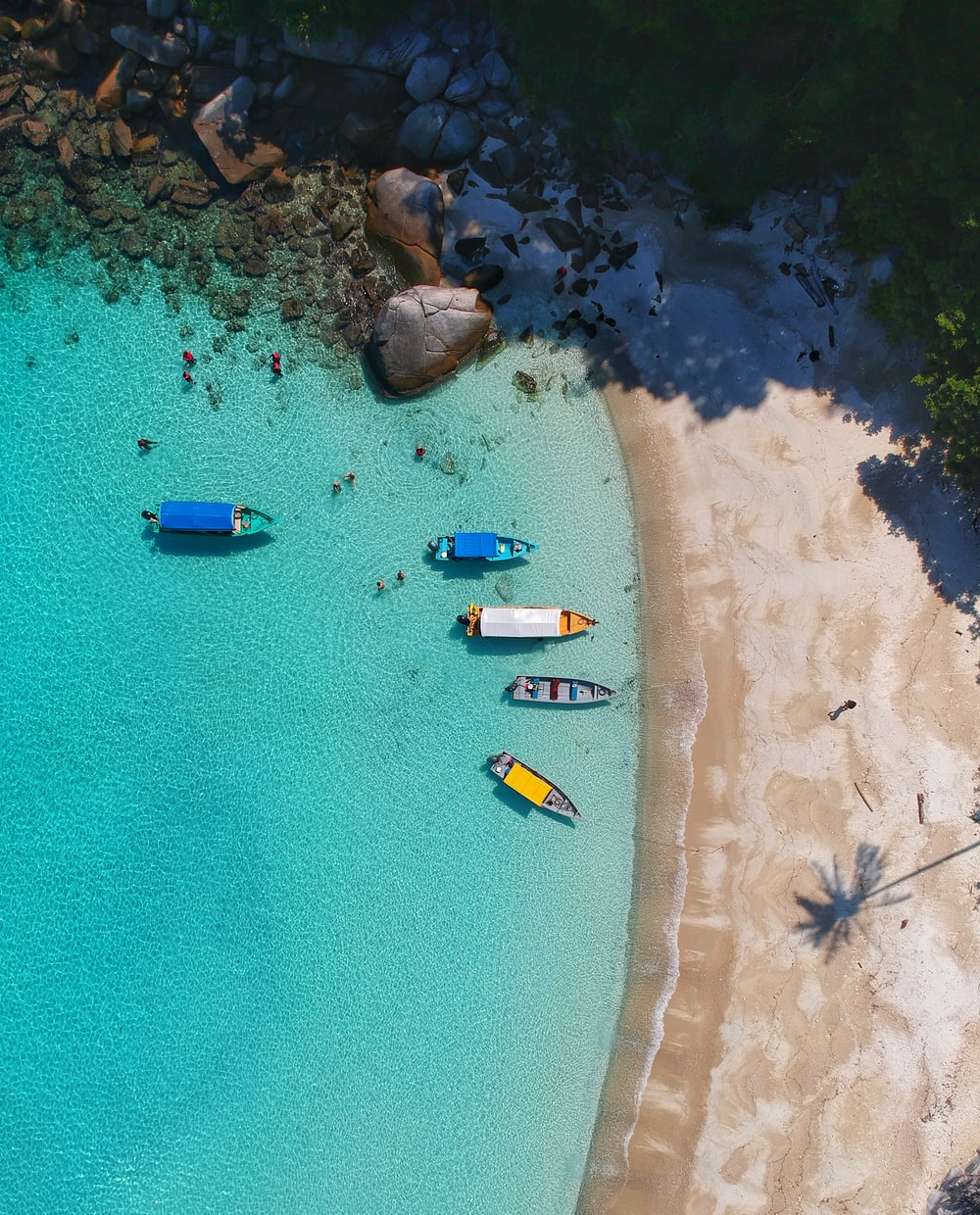 aerial view photography of boats on seashore