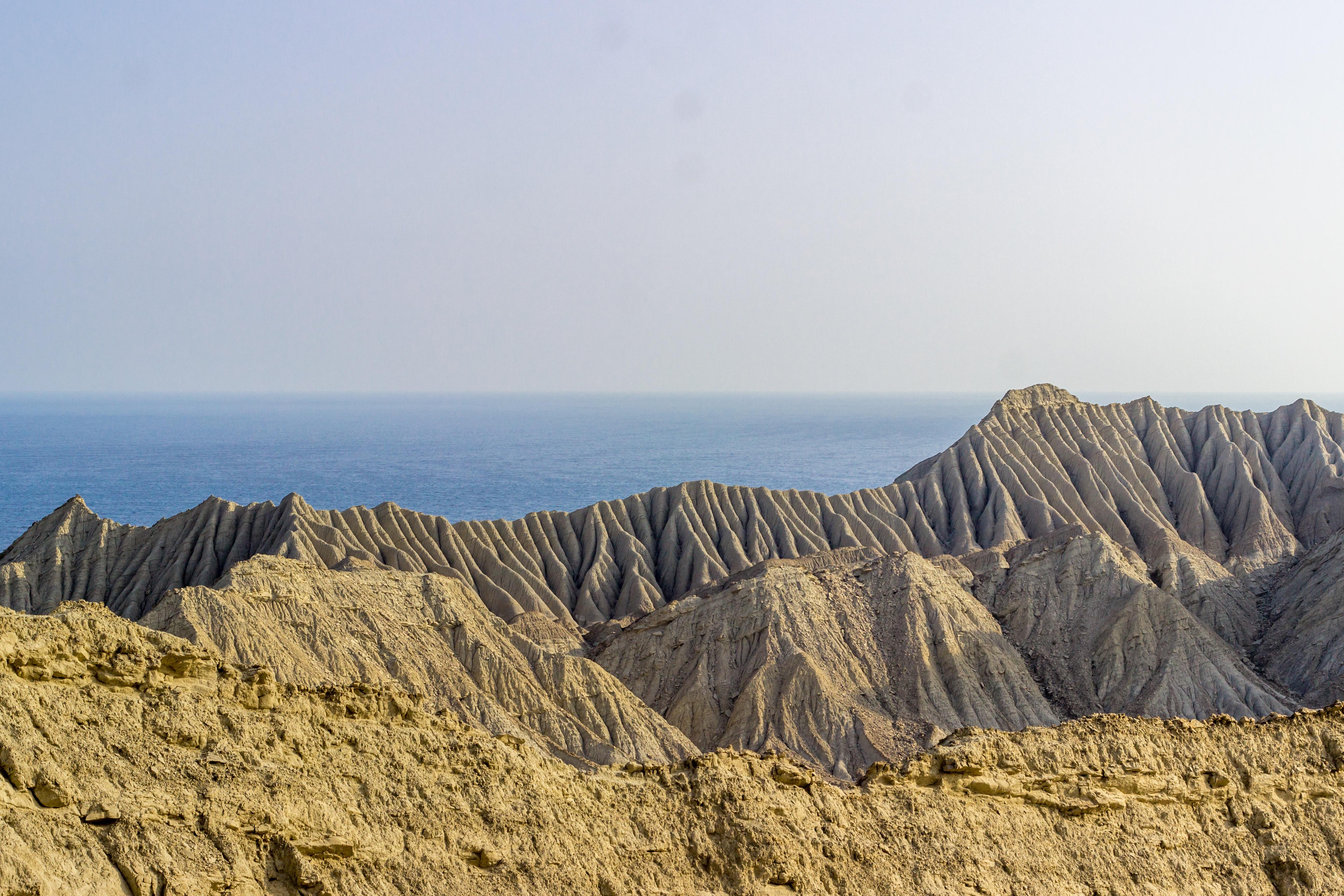beige and gray mountain ridge