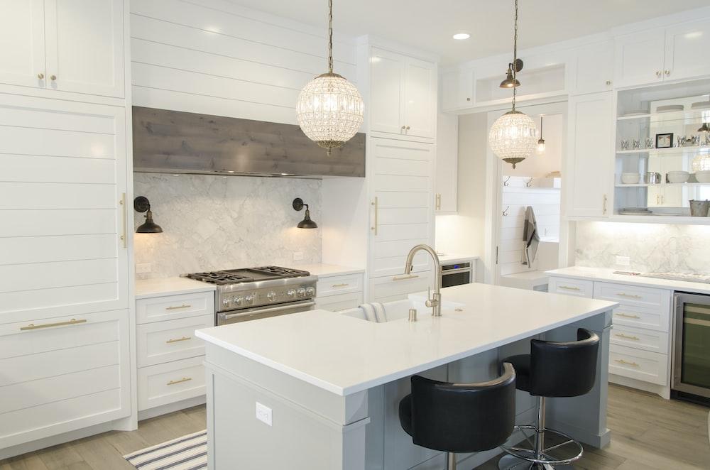 white kitchen room set