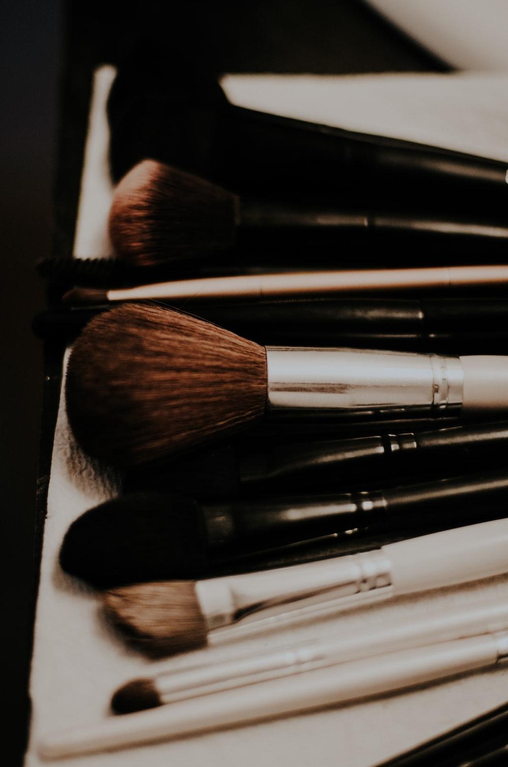 closeup photo of makeup brush set