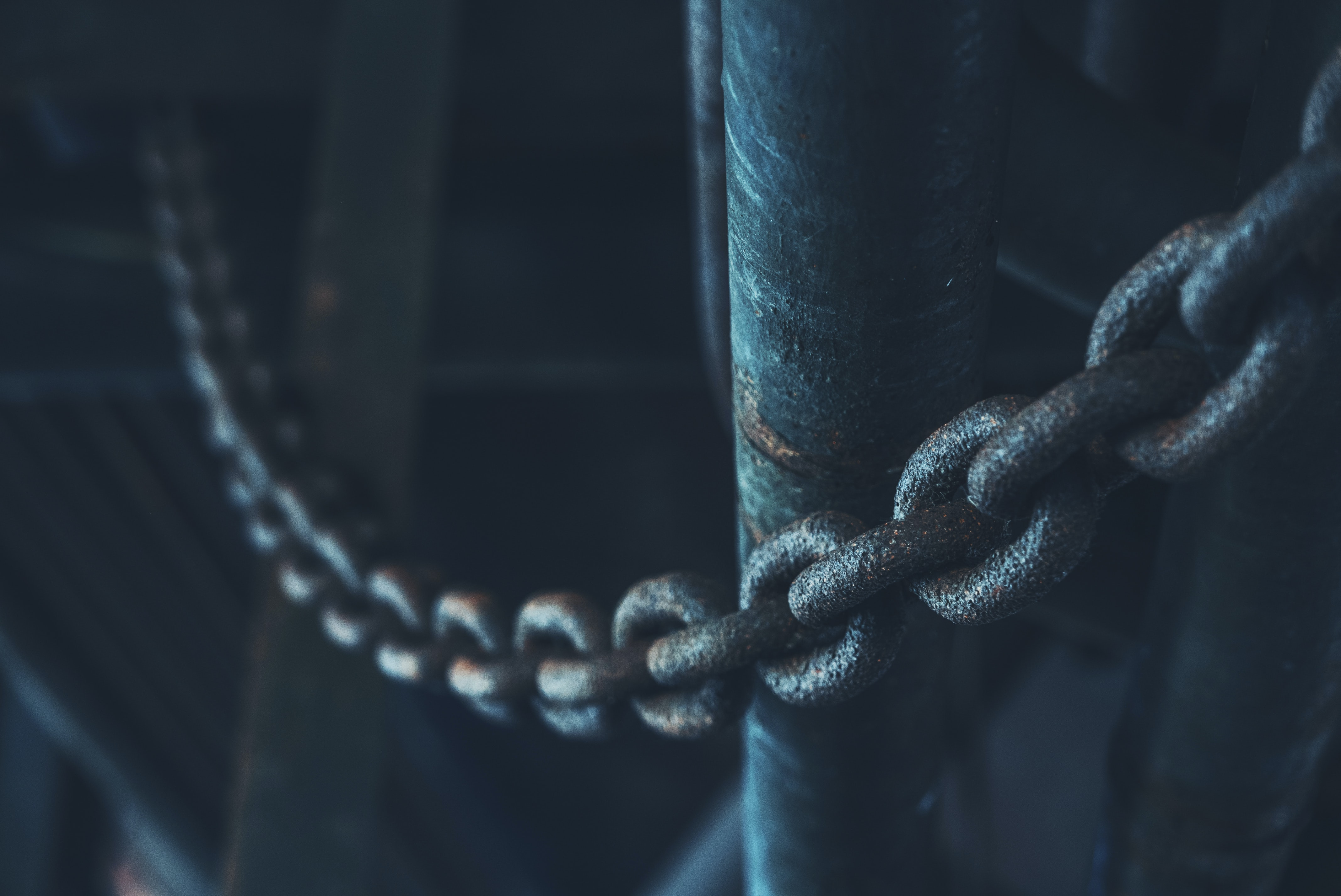 low light photo of chain