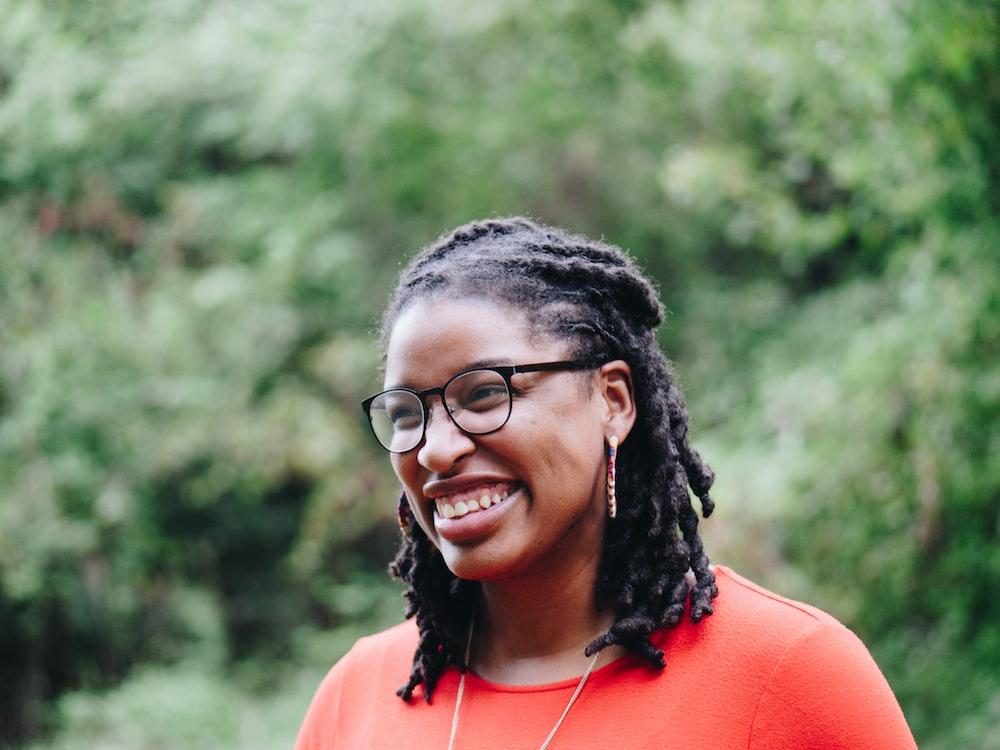 smiling woman at daytime