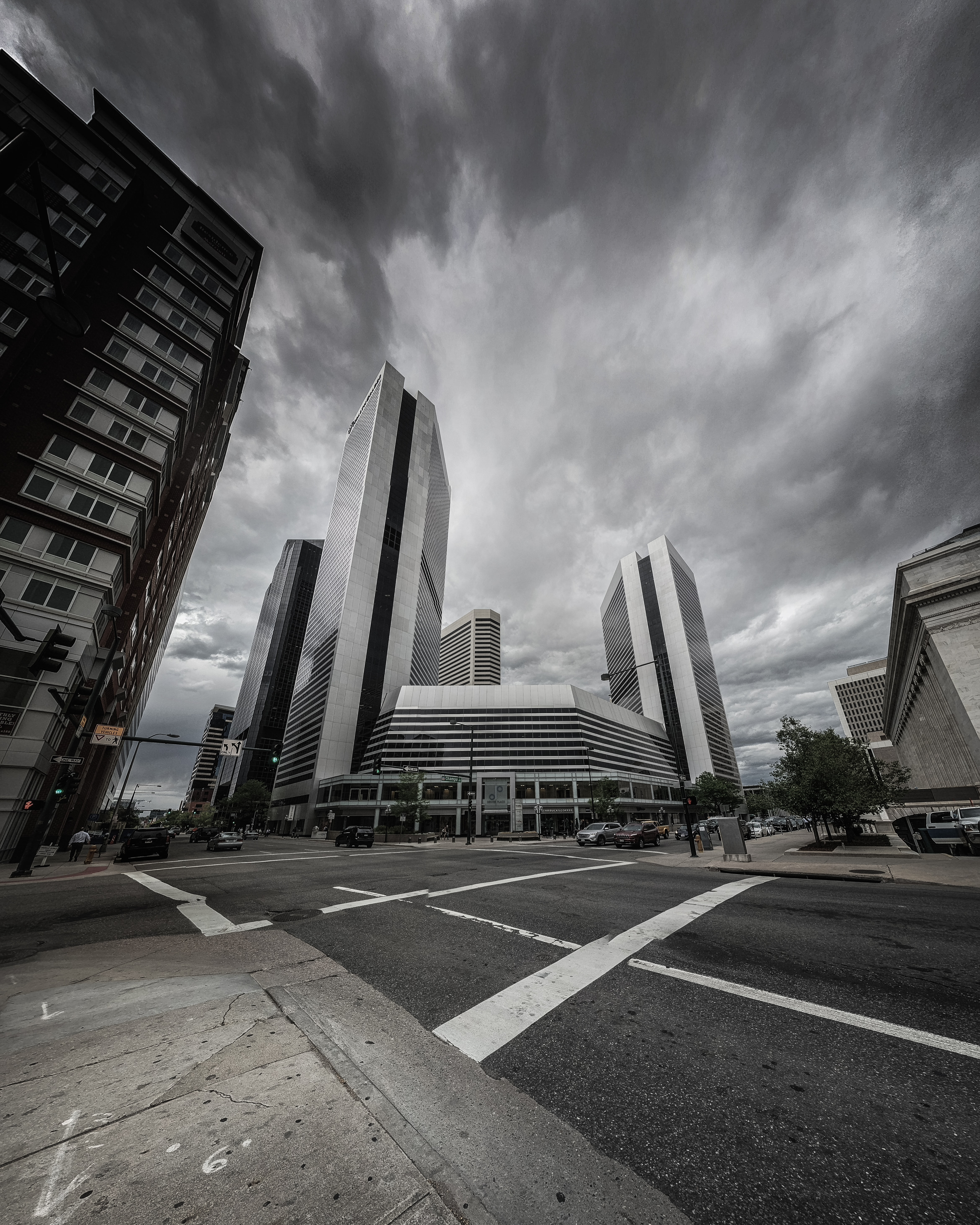 grayscale photo of buildings and rodas
