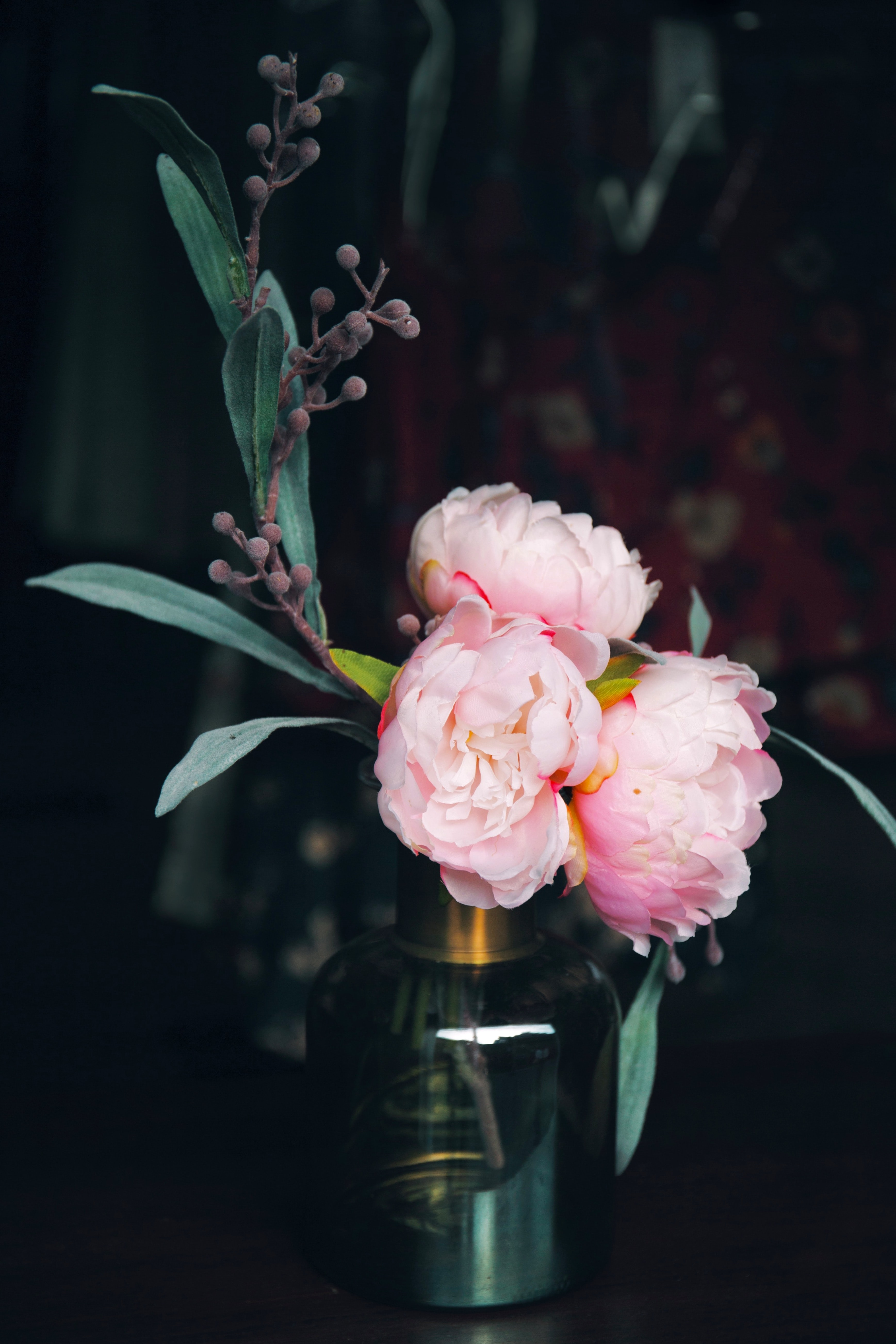 pink petaled flower in the vase