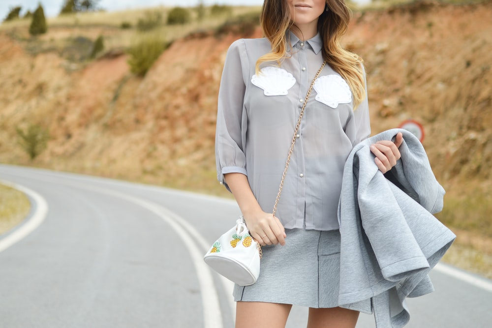 woman wearing gray button-up elbow-sleeved shirt
