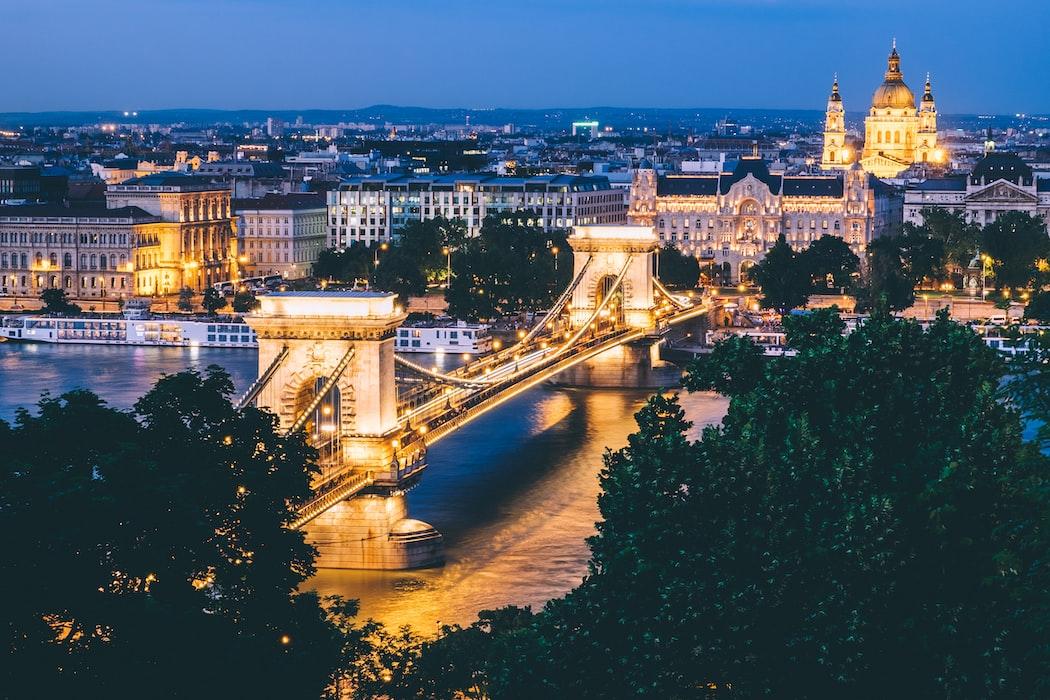 cosa vedere a budapest ponte Széchenyi di notte