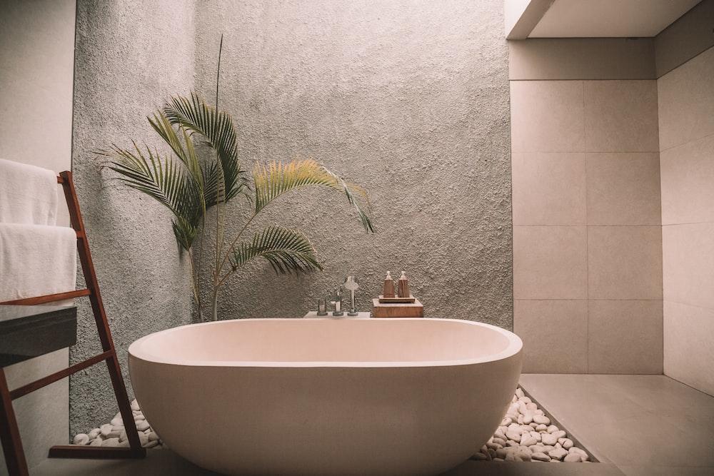 white ceramic bathtub