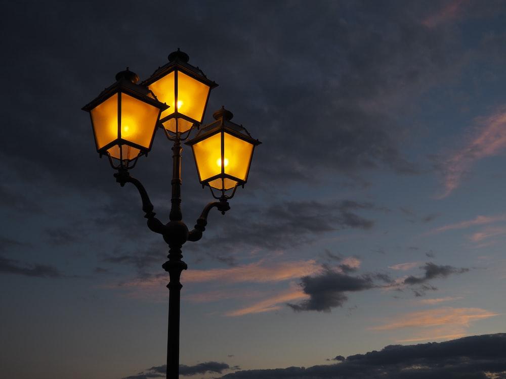 photo of turn on post lamp