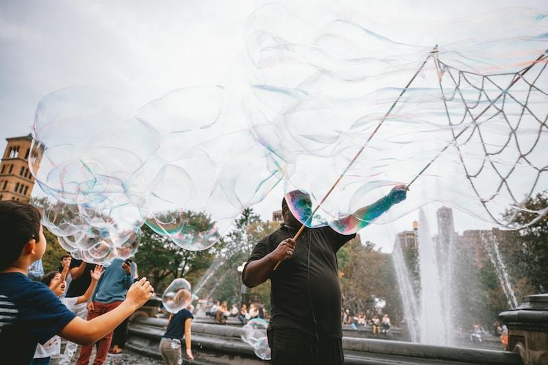 Riesen-Seifenblasen auf dem Kindergeburtstag