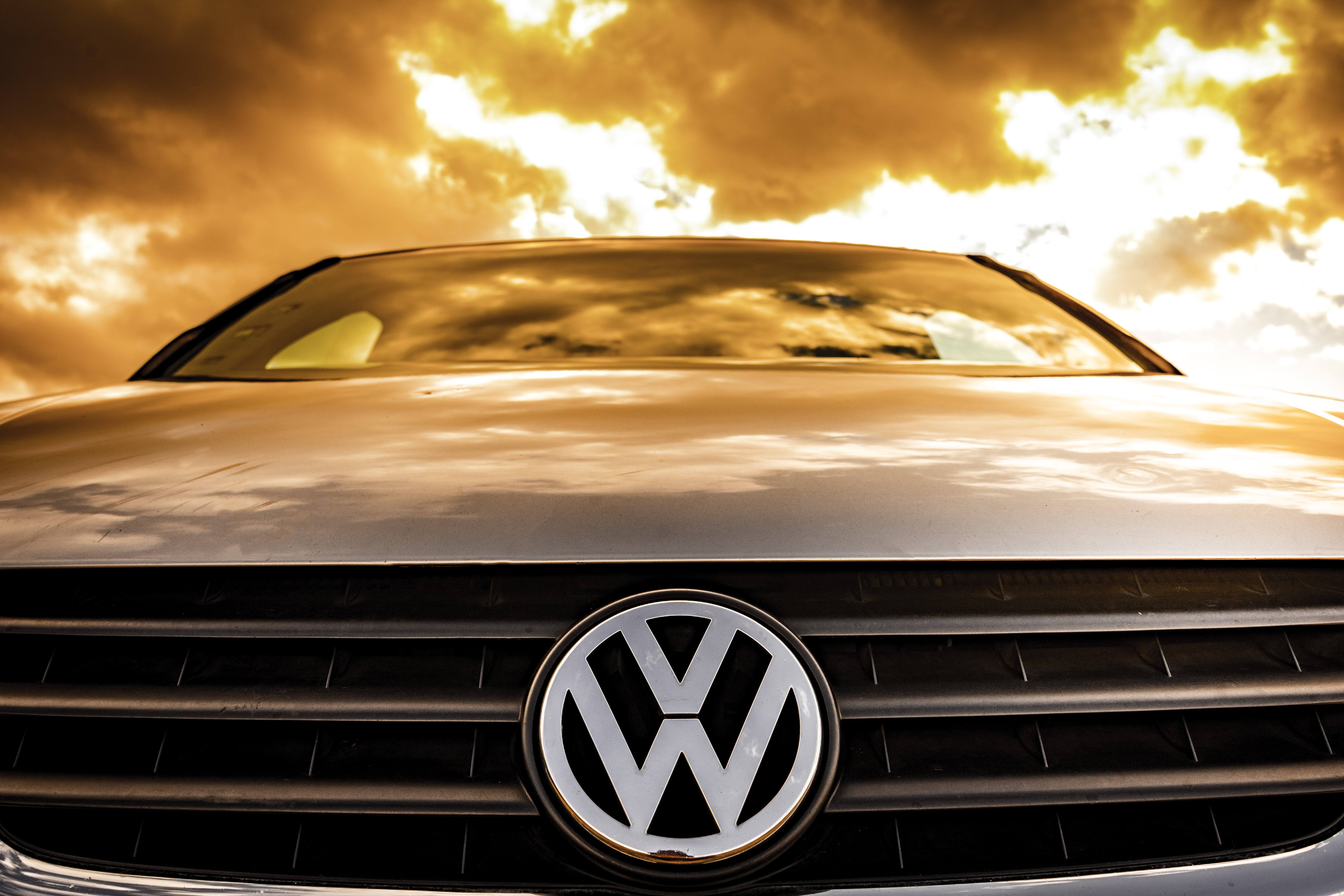 close-up photography of silver Volkswagen car
