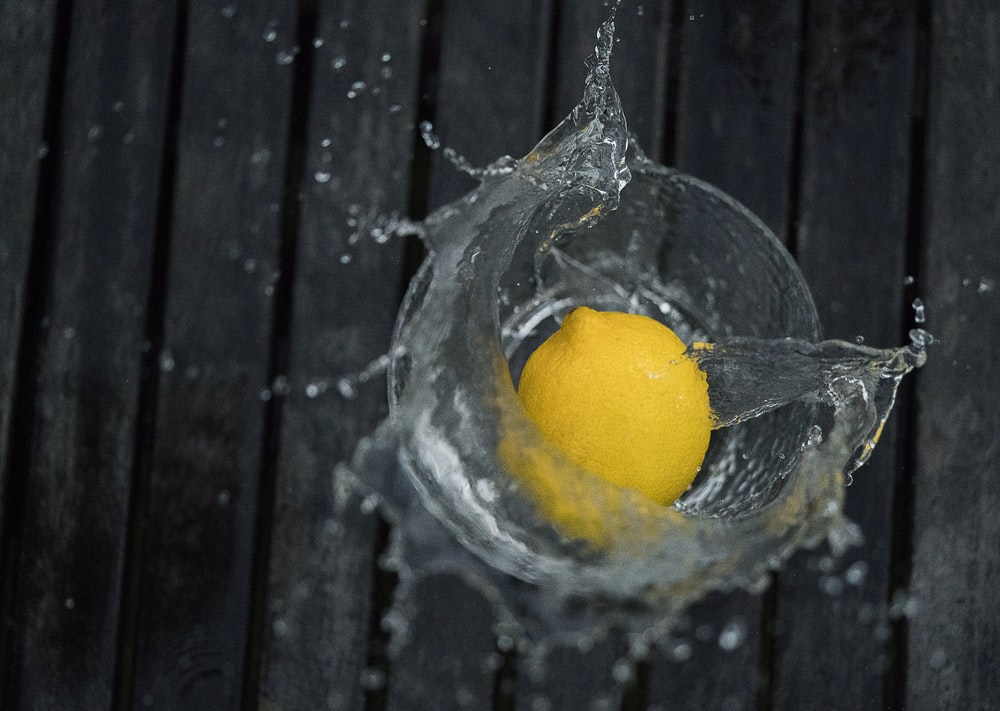 lemon in the glass with water